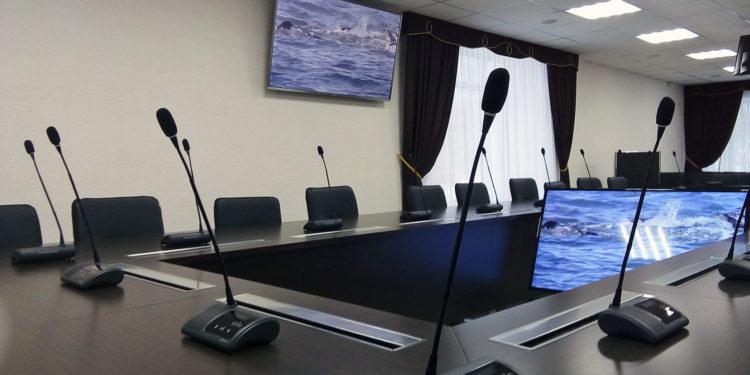 Пульты конференц-системы VISSONIC на столе